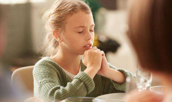 Weltkindergetestag – Kinder beten für Kinder
