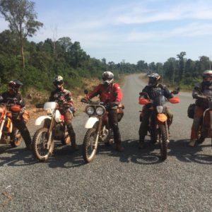 Auf der Enduro Kambodscha durchbetet
